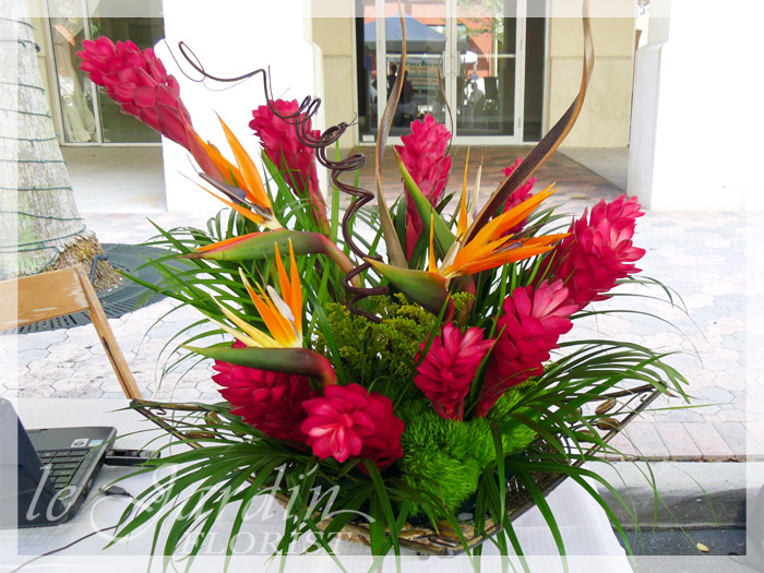 Tropical flower arrangements le jardin florist 561 627 8118 for Arrangement jardin