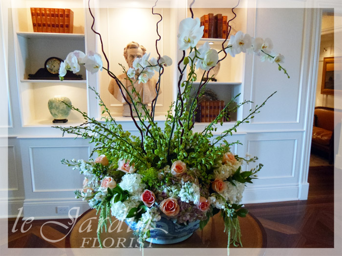 Upscale flower arrangements le jardin florist 561 627 8118 for Arrangement jardin